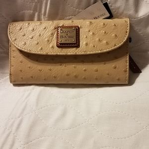 Dooney & Bourke Continental wallet